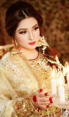 Just a look to good.. Bridal Mehndi Dresses, Asian Bridal Dresses, Bridal Dress Design, Bridal Outfits, Pakistani Wedding Outfits, Pakistani Bridal Dresses, Stylish Dresses For Girls, Stylish Girl Images, Indian Bridal Makeup
