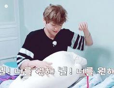 Tão cute meu Daniel dançando signal com cara de sono!