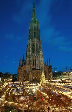 Einer der schönsten Weihnachtsmärkte Süddeutschlands... direkt unter dem höchsten Kirchturm der Welt! Dieses Jahr vom 23.11. - 22.12.2015