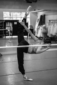 Dance It Out, Just Dance, Ballet Class, Ballet Dancers, Dance Movement, Ballet Beautiful, Beautiful Days, Dance Poses, Ballet Photography