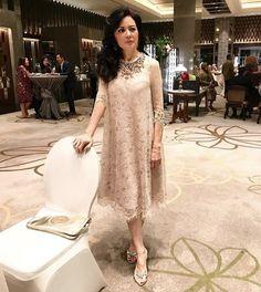 New Dress Brokat Longgar 67 Ideas Dress Brukat, Kebaya Dress, Dress Pesta, Batik Dress, Lace Dress, Party Dress, Batik Kebaya, Trendy Dresses, Simple Dresses