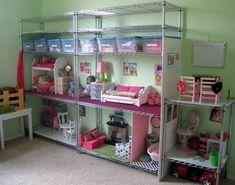 Una gran casita para las muñecas... que pena no tener mas espacio para hacerle una