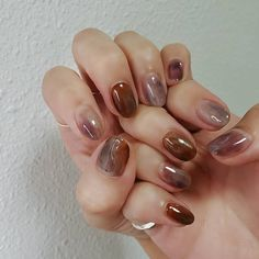 Brown and grey - nails - ChicLadies.uk in 2020 Minimalist Nails, Cute Nails, Pretty Nails, Hippie Nails, Nail Pops, Nails Now, Nail Time, Gray Nails, Accesorios Casual