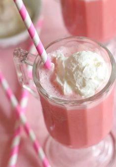 Strawberry Milkshake Sugar Whipped Soap and Body Cream are coming soon! Stay tuned for our Strawberry Sale! Slushies, Yummy Drinks, Yummy Food, Tout Rose, Rose Bonbon, Pink Foods, Milk Shakes, Frozen Strawberries, Everything Pink