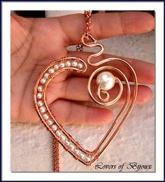 181/36 cuore realizzato completamente a mano, con alluminio ramato e perle cerate. Handmade, fatto a mano, prodotto in Italy