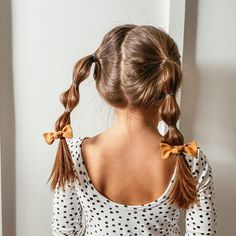 Bubble pigtails are my favorite hair style for toddler girls. My Josie lives in them and they couldn't be easier. Love them paired with Single Knot @aliceandjosie bows and an Alice and Ames dress. Toddler Girl Style, Toddler Girls, Alice And Ames, Bubble, Knot, Girl Fashion, Bows, Drop Earrings, Hair Styles