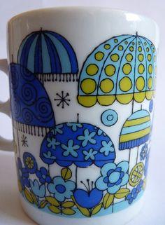 Mod •~• blue and green flowers and umbrellas mug