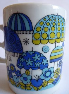 Mod •~• blue and green flowers and umbrellas mug