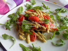 Pasta fredda al pesto piccante di zucchine con rucola e pachino
