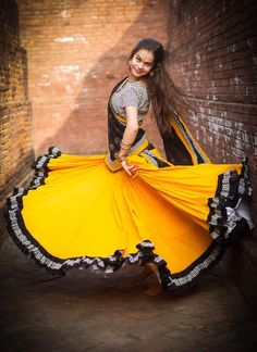 yellow and black Skirts Choli Blouse Design, Blouse Designs, Ethnic Crop Top, Navratri Dress, Crop Top Set, Indian Jewellery Design, Gypsy Skirt, Girl Photo Poses, Skirt Outfits