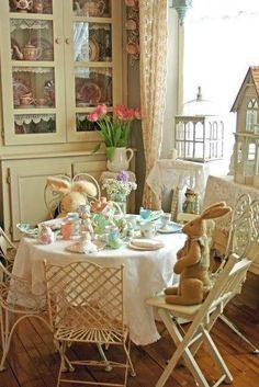Aiken House & Gardens: Spring Tea for the Little Ones, looks like a lovely party! Easter Table, Easter Decor, Easter Ideas, Easter Dinner, Interior Exterior, Interior Trim, Interior Paint, Vintage Easter, Cottage Style