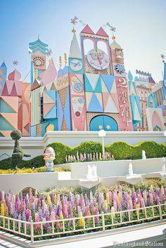 Disneyland Paris- It's a Small World. Disney Day, Disney Home, Cute Disney, Disney Parks, Disney Magic, Disney Events, Small World Disneyland, Vintage Disneyland, Disneyland Vacations