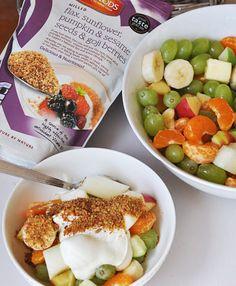 С идването на лятото закуската може да се превърне в купа, пълна с изобилие от пресни плодове в комбинация с кисело мляко и микс от студено смляни ленени, слънчогледови, тиквени семена, сусам и годжи бери, #Linwoods - Здравословна суперхрана, подходяща за вегетарианци, вегани, без млечни продукти, без мая, без ГМО, без глутен.