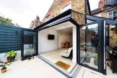 Clever ideas on how to improve your home through a rear extension. Clever ideas on how to improve your home through a rear extension. Kitchen Extension Open Plan, Glass Extension, Roof Extension, Open Plan Kitchen Dining, Small Garden Extension, Side Return Extension, House Extension Design, Extension Designs, House Design