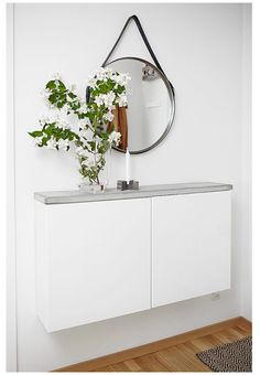 Wall mount slim cabinets with a DIY concrete top for a smart hallway table. Image via Plantete Deco - BESTA Ikea hacks Hallway Decorating, Entryway Decor, Entryway Ideas, Hallway Ideas, Decorating Ideas, Apartment Entryway, Entrance Ideas, Ikea Hallway, Entryway Console