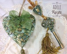 Housewarming gift/First home gift/Unusual gift/key and heart in ceramic powder/gift for mom/Collectible/wall hangings/wall decor  di Digitalpapersandmore su Etsy https://www.etsy.com/it/listing/252171285/housewarming-giftfirst-home-giftunusual