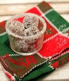 Voici une recette de truffes noix de coco, parfait pour les cadeaux gourmands, et notamment pour les allergiques. Car ces petites truffes ne contiennent ni produits laitiers, ni oeuf et pas de gluten! De quoi se régaler en se faisant plaisir! *
