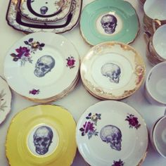 I don't know why I like skulls. But these are cute plates...well to me anyways lol