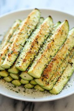Parmesan Zucchini - Crisp, tender zucchini sticks oven-roasted to perfection. Healthy, nutritious and completely addictive!Baked Parmesan Zucchini - Crisp, tender zucchini sticks oven-roasted to perfection. Healthy, nutritious and completely addictive! Healthy Dishes, Vegetable Dishes, Healthy Snacks, Healthy Eating, Clean Eating, Superbowl Healthy Food, Food For Superbowl Party, Healthy Party Foods, Healthy Recipes For Kids