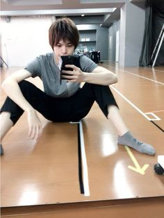 Baby boy is takin a break Love Stage, Stage Play, Oikawa Tooru, Minding Your Own Business, My Boo, Asian Men, Celebrity Crush, Haikyuu, Fangirl