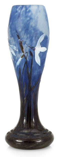 A DAUM ART NOUVEAU CAMEO GLASS VASE, NANCY, FRANCE.