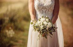 Tämän ihanan kesämorsiamen kuvan on ottanut Anette Sundström Photography Wedding Dresses, Photography, Fashion, Bride Dresses, Moda, Bridal Gowns, Photograph, Alon Livne Wedding Dresses, Fashion Styles