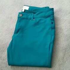 Geri C Teal Jeggings sz Large Perfect condition, perfect fit! From a smoke and pet free home, these are a rich teal color and a low rise fit. Please feel free to ask questions, or request additional photos  Don't forget to bundle for discounts! Geri C New York  Pants Leggings