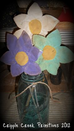 Primitive Spring Daisies by DownOnCrippleCreek on Etsy, $6.75