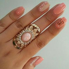 Love the shape. And the ring. Peaches and nudes for summer.