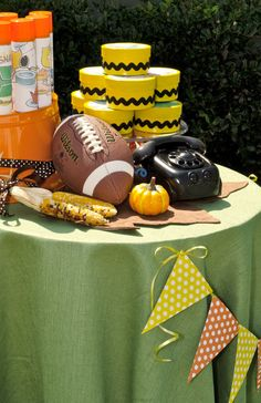 Charlie Brown thanksgiving party perfect for the little ones. #kids #party #holiday