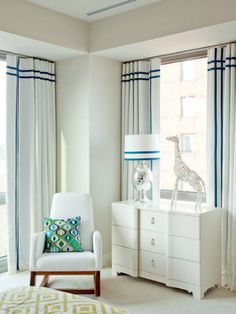this is a nice subtle way to pop the navy on the windows while still using pattern on your rug and pillows.