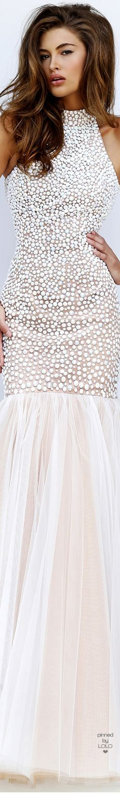 Sherri Hill dresses are designer gowns for television and film stars. Find out why her prom dresses and couture dresses are the choice of young Hollywood. Grace Elizabeth, Fashion Days, Women's Fashion, Shades Of White, Sherri Hill, Beautiful Gowns, Beautiful Women, White Fashion, Lady