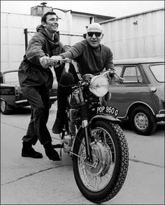 George Lazenby and Telly Savalas at Pinewood Studios whilst filming 'On Her Majesty's Secret Service' 1968