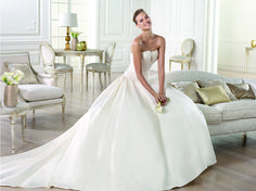Brautkleid aus der Pronovias Brautmoden Kollektion 2015 :: bridal dress from the Pronovias 2015 collection