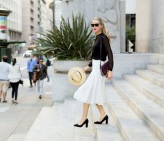 How to Look Professional Chic on a Budget – Glam Radar Nyc Fashion, Work Fashion, Latest Fashion Trends, Fashion Tips, High Fashion, Classy Cubicle, Chevron Blouse, Kinds Of Clothes, Work Clothes