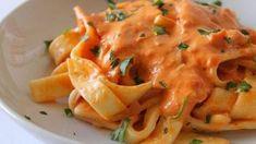 Tagliatelles à la sauce aux poivrons WW, recette d'un plat savoureux de pâtes avec une sauce crémeuse et veloutée aux poivrons parfumée à l'origan.