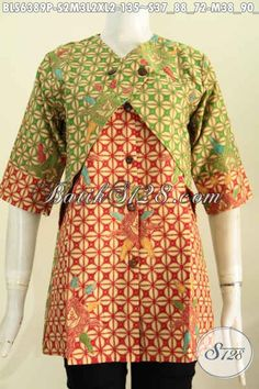 Hasil gambar untuk blouse kekinian 2017 kombinasi batik Blouse Batik, Batik Dress, Dress Batik Kombinasi, Mode Batik, Big Size Fashion, Asian Fabric, Batik Kebaya, Batik Fashion, Fashion Poses