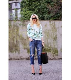 Printed Sweatshirt + Bold Sunglasses #Sweater #Sunglasses #denim #styles #fashion #jeans #streetstyle
