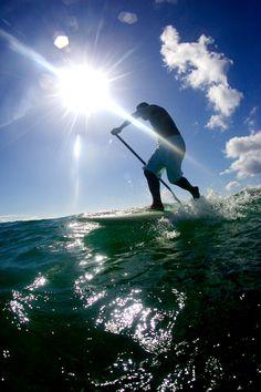 Paddle surfing Anantara maldives. Sunshine