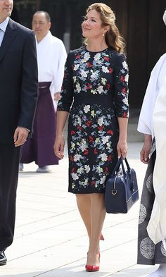 "Sophie stunned in a floral-print dress and bold red Zvelle pumps for a trip to the Meiji Shrine, where she hung a prayer for ""Courage, Love, Light, Peace.""<br><p>Photo: © Getty Images</p>"