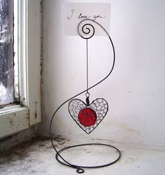 Wire wrapped photo holder with dangle.