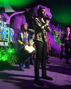 The King himself! Chadwick Boseman at the Black Panther premiere. Black Panther Pics, Black Panther Movie 2018, Panther Pictures, Marvel Films, Marvel Cinematic, Mcu Marvel, Black Panther Chadwick Boseman, Forest Whitaker, Purple Carpet