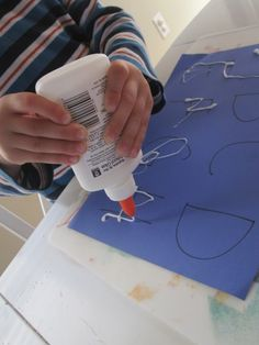 Glue Tracing Pre-Writing Activity - great for strengthening hand muscles and letter formation practice. Stick wool over the glue for more fine motor dexterity work. Handwriting Activities, Alphabet Activities, Toddler Activities, Preschool Alphabet, Handwriting Worksheets, Alphabet Crafts, Handwriting Practice, Alphabet Letters, Alphabet Writing