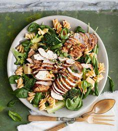 Kana-pastasalaatti | Kana, Salaatit | Soppa365 Pasta Salad, Cobb Salad, Healthy, Recipes, Yummy Food, Party, Pineapple, Recipe, Crab Pasta Salad