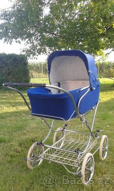 Liberta Vintage Pram, Baby Carriage, Prams, Wheelbarrow, Baby Gear, Baby Pictures, Kids And Parenting, Old School, Baby Dolls