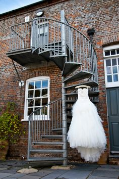 Claire & André's Unfussy Barn Wedding