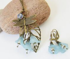 Lucite flower necklace & earring set  by whiteravendesignsau, $29.00