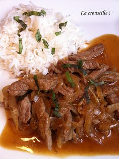 Ça croustille !: BOEUF AUX OIGNONS Meat Recipes, Asian Recipes, Healthy Dinner Recipes, Healthy Eating Tips, Cooking Recipes, How To Cook Beef, Exotic Food, Food Menu, International Recipes