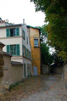 Rue Berton, Paris 16e. M° Passy.
