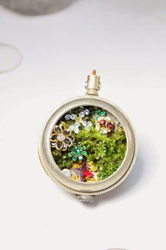 come rain or come shine, it's Christmas! (swarovski crystals) - the slug and the squirrel